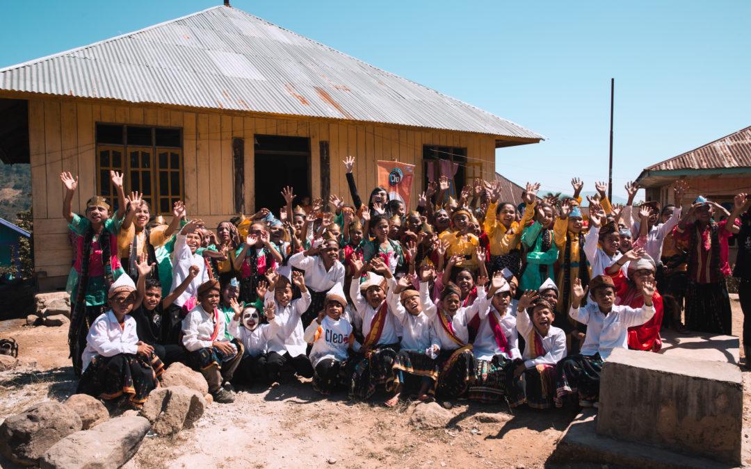 CSR Bidang Pendidikan : Program Duta Anak CLEO Bersama Maudy Ayunda di Desa Pocolia Ruteng NTT